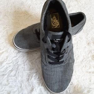 Vans off the wall low top canvas sneakers size 3.5